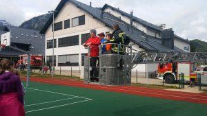 Gasilci PGD Kranjska Gora so prikazali reševanje učencev iz šole