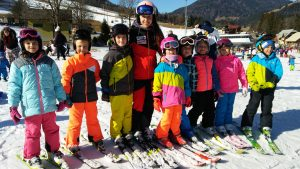 Na smučišču v Kranjski Gori poteka petdnevni tečaj smučanja za učence iz 2. razreda
