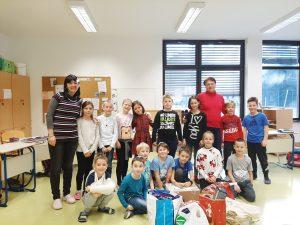 Učenci iz 3. a razreda so zbirali prehrambene izdelke za socialno ogrožene družine