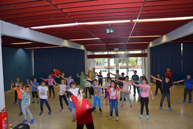 Druženje generacij s plesnimi koraki