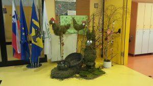 Velikonočna okrasitev avle naše šole