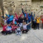 Učenci so plezali na umetni steni v Gozd Martuljku
